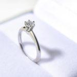 婚約指輪の選び方!ダイヤ?プラチナ?どこのブランドは?